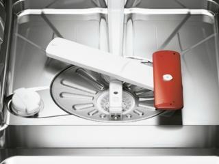 Система ProWater с дополнительным разбрызгивателем в посудомоечных машинах AEG